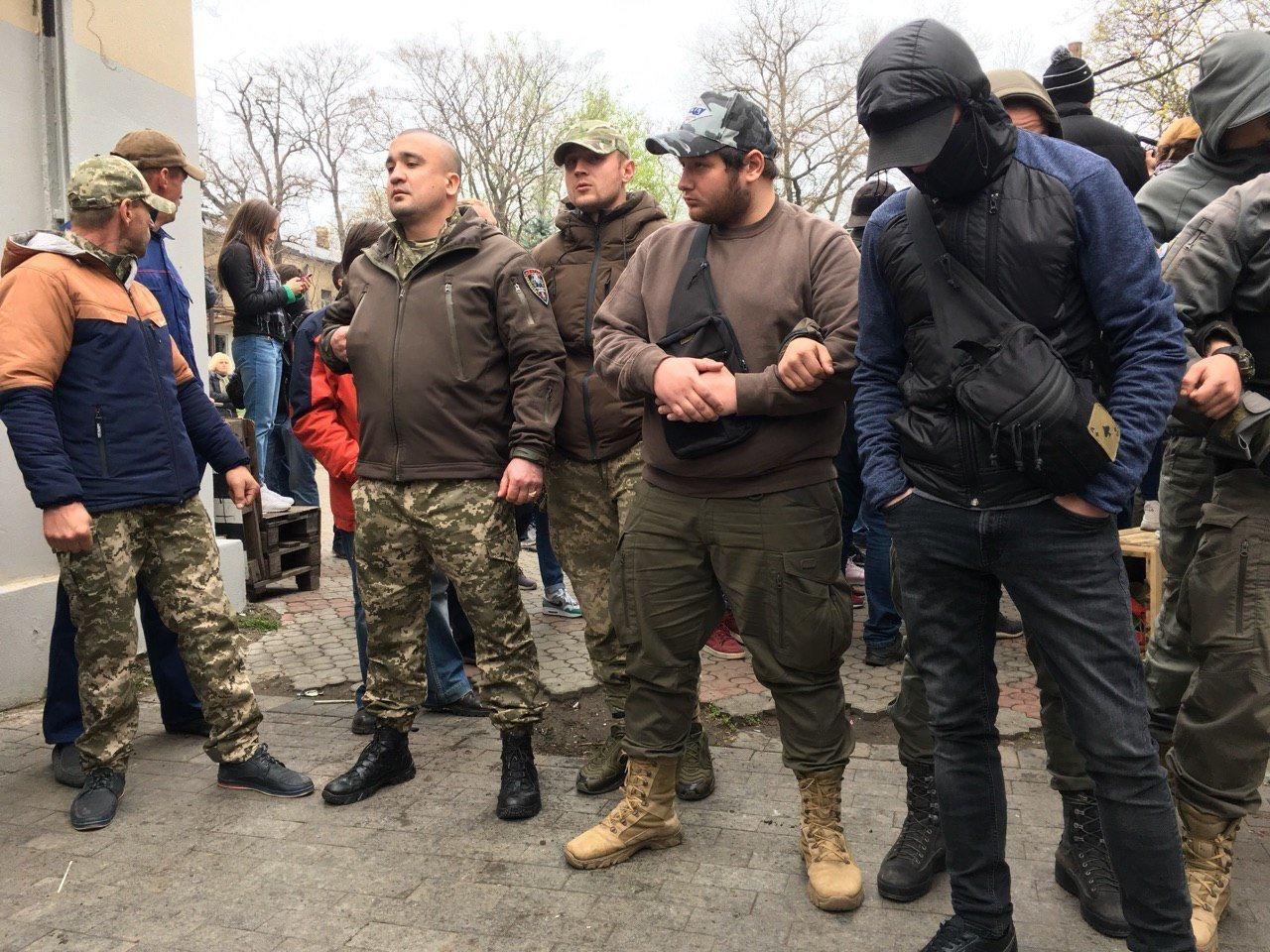 Відомого нардепа облили фекаліями в Одесі: з'явилися кадри з місця