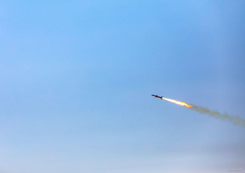 В Україні випробували крилату ракету: з'явилися яскраві фото і відео