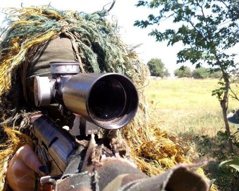 Працює снайпер: жорсткий бій між ЗСУ та бойовиками на Донбасі потрапив на відео