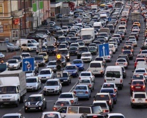 Киев парализовали затяжные пробки: где не проехать