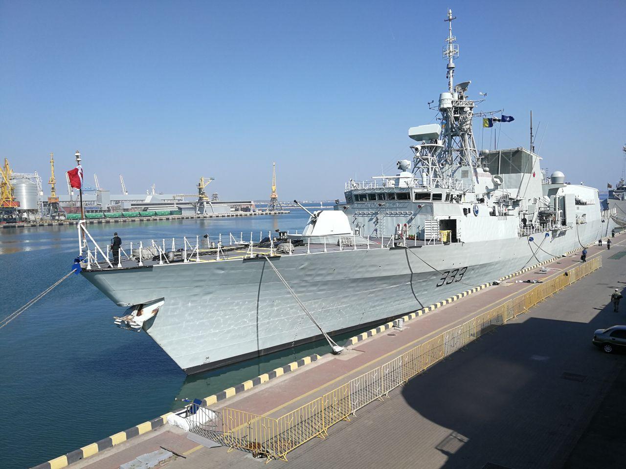 В Одесу зайшли кораблі НАТО з артилерією та ракетами на борту: з'явилися перші фото