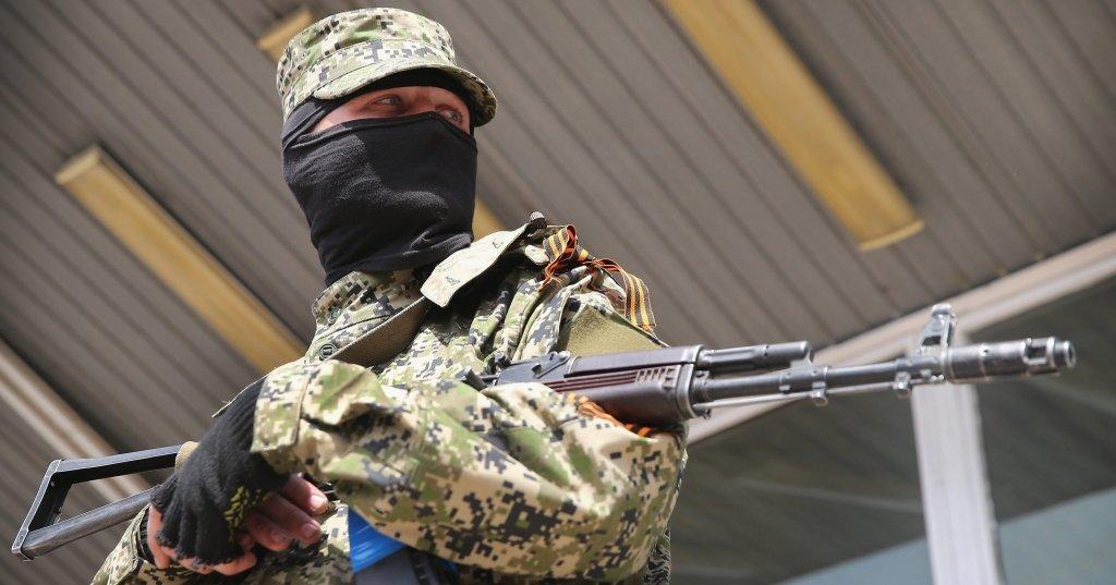 Российский наемник выстрелил из автомата в подростка на Донбассе – разведка