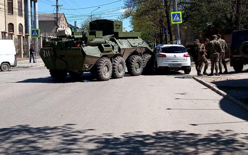 В оккупированном Крыму произошло серьезное ДТП с военной техникой Путина: опубликованы фото