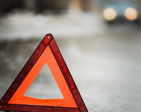 Жахлива ДТП біля Львова: загинули двоє підлітків, ще п'ятьох госпіталізували