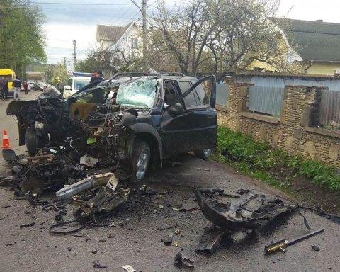 На Прикарпатье произошло ужасное ДТП с погибшим и пострадавшими: опубликованы фото