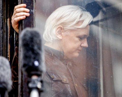 В Лондоне арестовали Джулиана Ассанжа: первые подробности с места