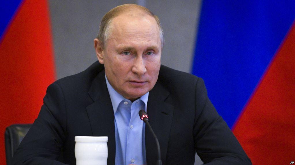 """Путін прийняв рішення щодо російських паспортів для """"ДНР-ЛНР"""""""