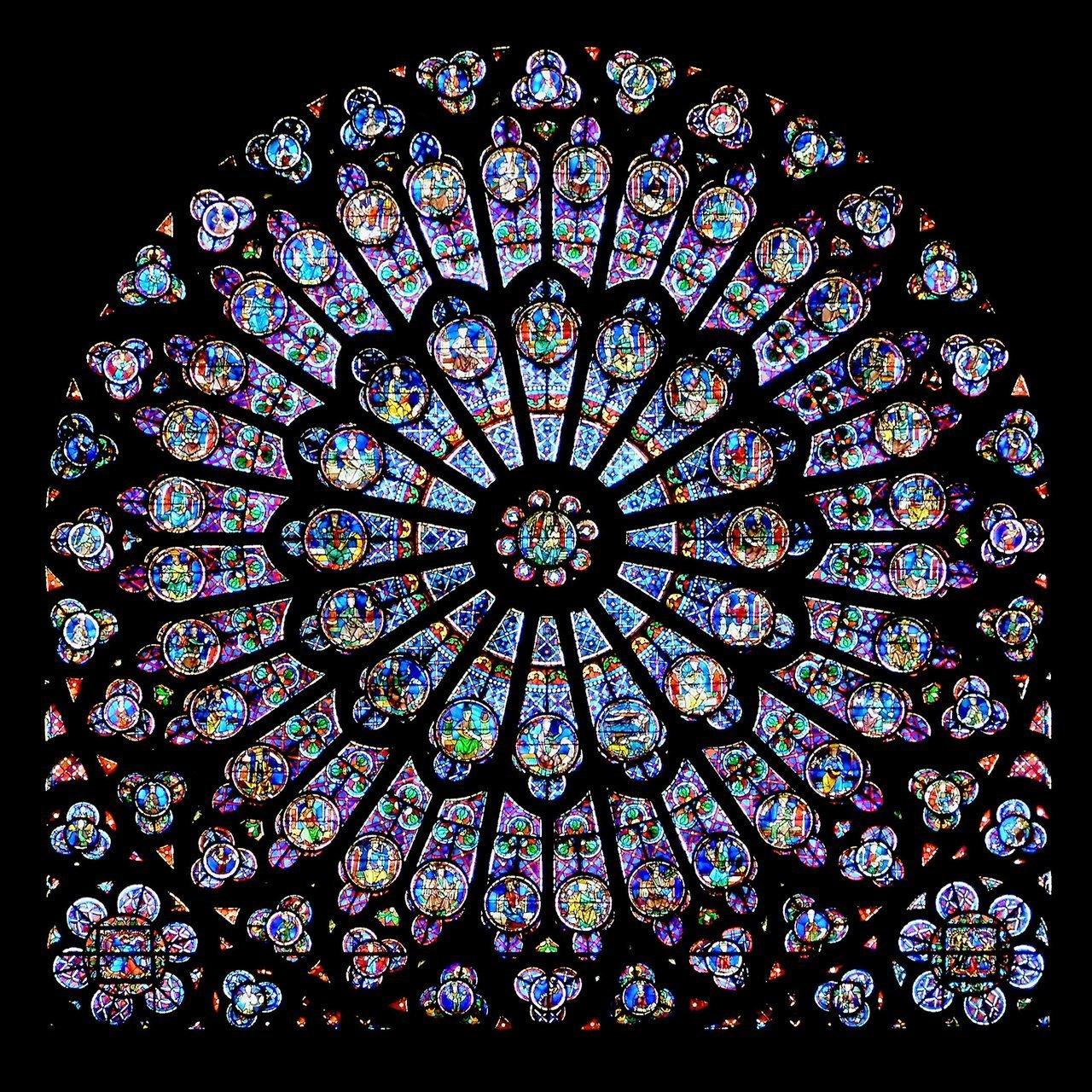 Французи невтішно оплакують Собор Паризької Богоматері: які реліквії можливо втрачено