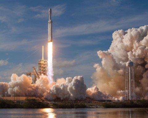 У SpaceX заявили про проблему з запуском Falcon Heavy: названо причину