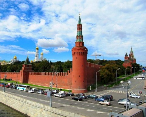 """Пєсков заявив, про """"антиросійський імунітет"""" в Україні"""