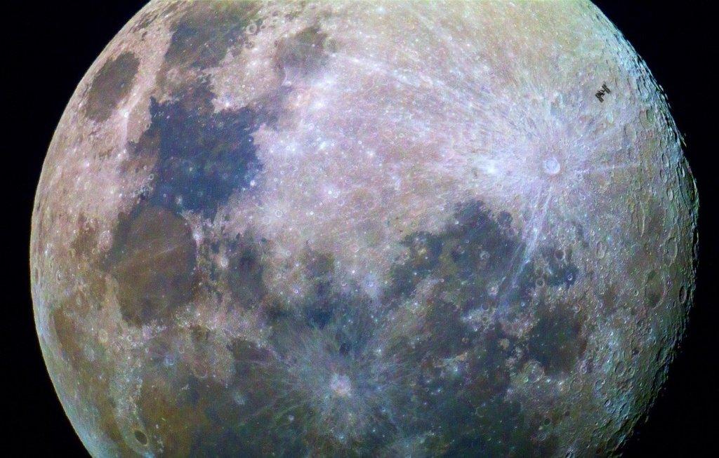 Битва за космос: в NASA повідомили, хто допоможе доставити людину на Місяць