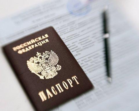 На оккупированном Донбассе возникли серьезные проблемы с выдачей паспортов РФ: подробности
