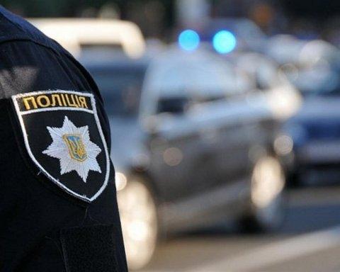 На Донбассе пьяный водитель прокатил на капоте патрульного: опубликованы фото
