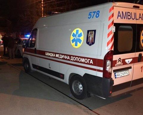 Пьяный водитель протаранил грузовик и уснул: подробности курьезного ДТП в Киеве