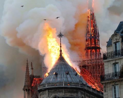 Що пожежа накоїла у Нотр-Дам де Парі: з'явилися відео зсередини собору