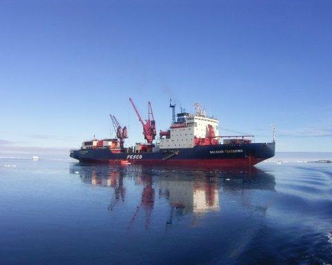 На российском судне загадочно умерли моряки: всплыли подробности