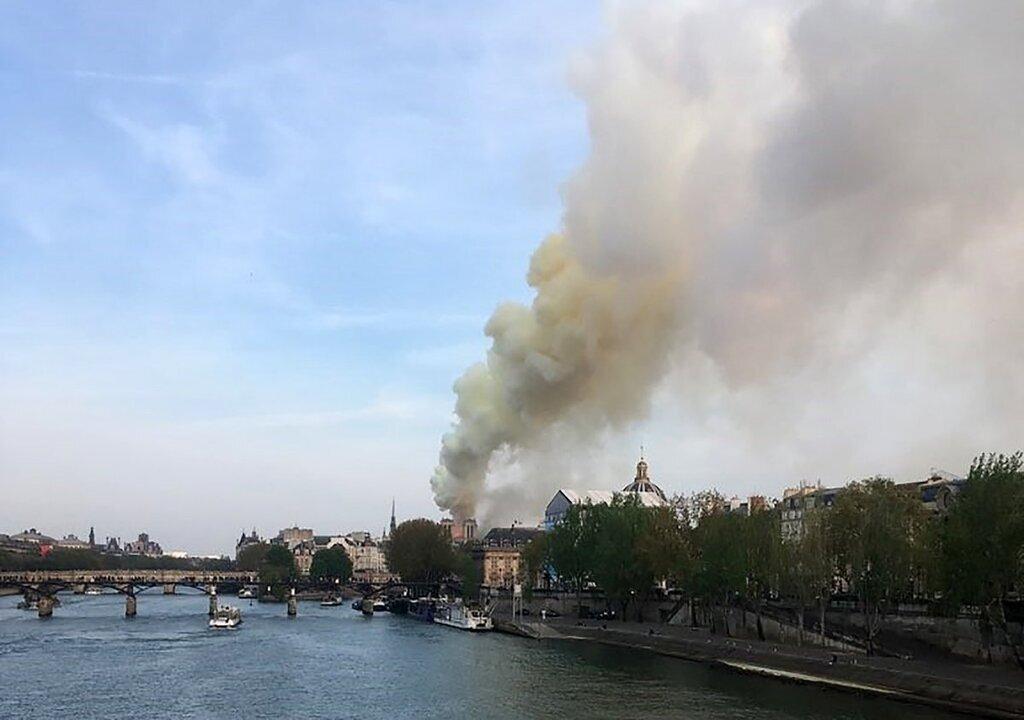 Пожежа у Нотр-Дамі: у Парижі розпочали масштабну евакуацію