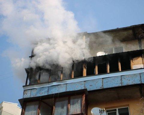 У Києві сталася смертельна пожежа в багатоповерхівці: опубліковано фото з місця НП