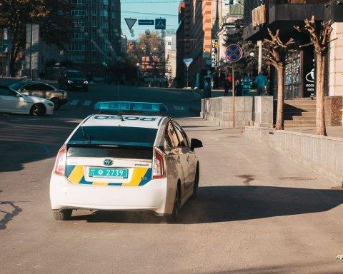 Неадекватний водій травмував патрульного у Києві: подробиці