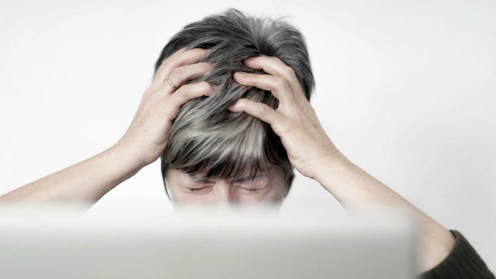 Какая головная боль опасна: врач перечислил симптомы