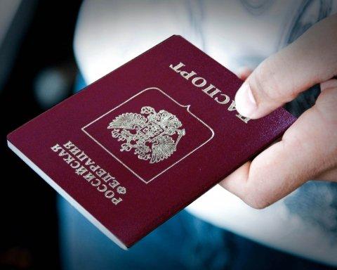 Видача російських паспортів мешканцям Донбасу: екс-чиновник РФ вказав на цікавий момент