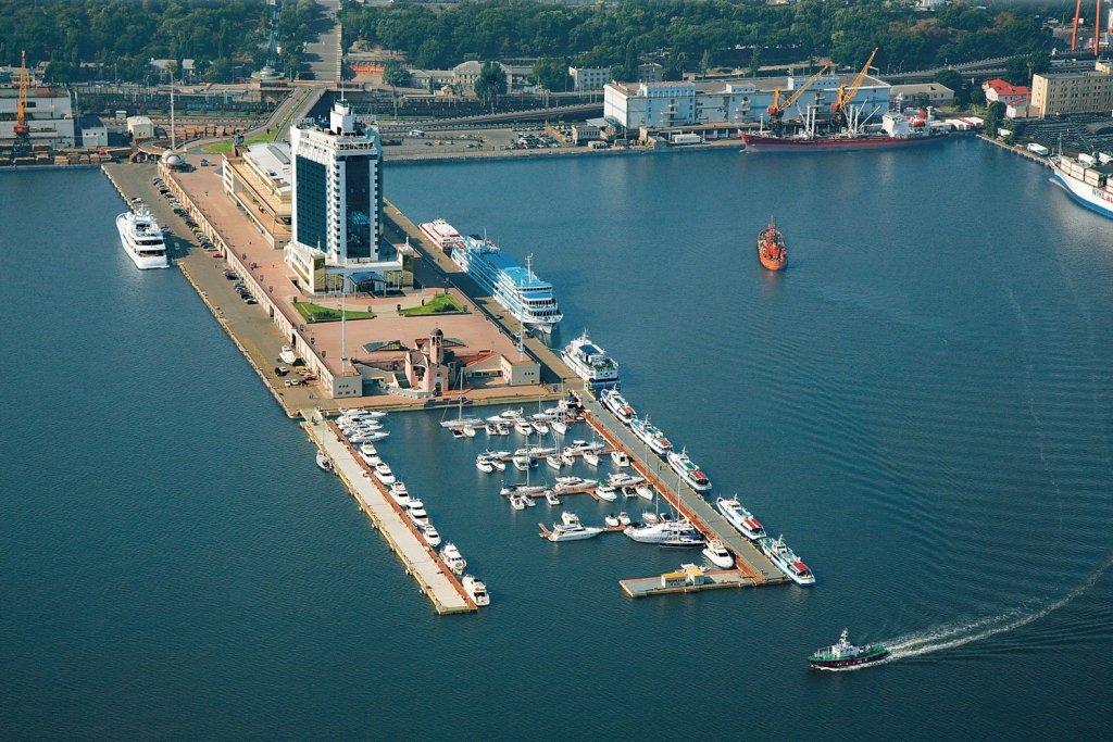 31d9034d В Одессу зашли корабли НАТО с артиллерией и ракетами на борту: появились  первые фото