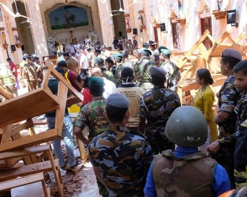 Теракты на Шри-Ланке: момент одного из взрывов попал на видео