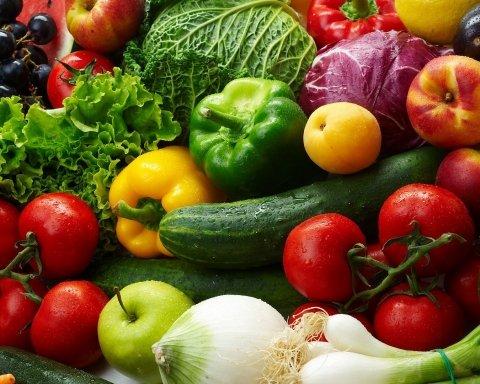 Дешевшати не поспішають: стало відомо, скільки коштують овочі в Україні