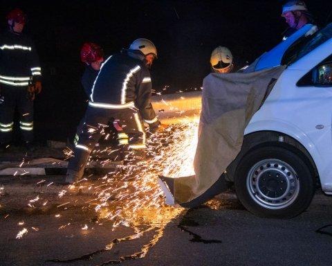 Женщине оторвало ногу: опубликованы фото и видео страшного ДТП в Киеве