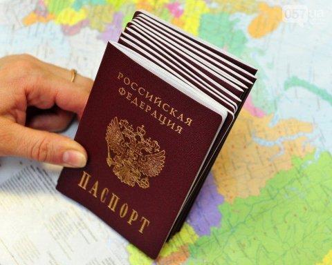 Паспорти Росії на окупованому Донбасі: в Україні повідомили, якими можуть бути наслідки