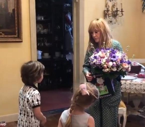 Максим Галкін і діти зворушливо привітали Аллу Пугачову з ювілеєм: домашнє відео