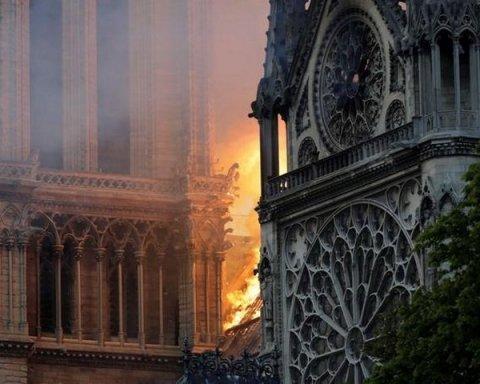 Пожар в Нотр-Дам де Пари: появился риск обвала собора