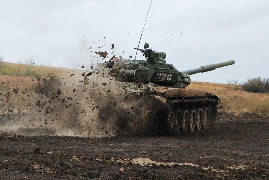 У Донецьку помітили величезну колону військової техніки РФ: опубліковано відео