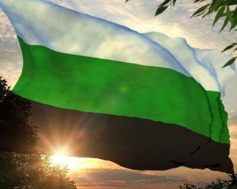 На протестах у Росії помітили дивний прапор: мережу розбурхало відео