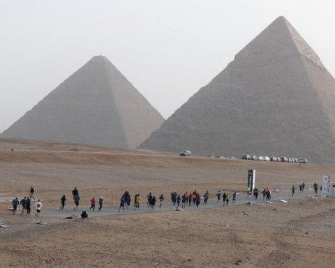 В Египте прогремел взрыв возле туристического автобуса, много пострадавших: фото и видео