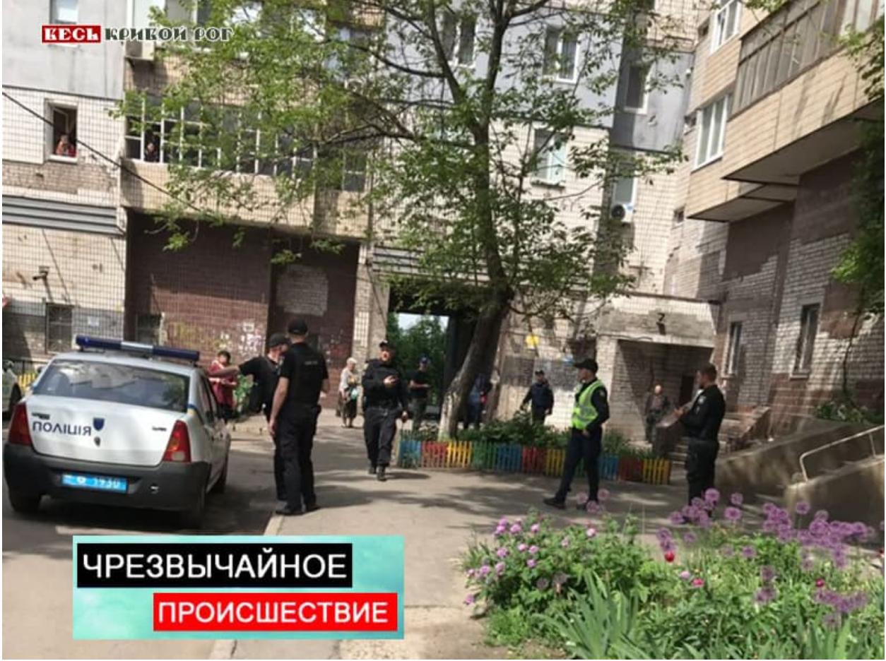 Дом родителей Зеленского «атаковали» неизвестные: появились фото и видео с места ЧП