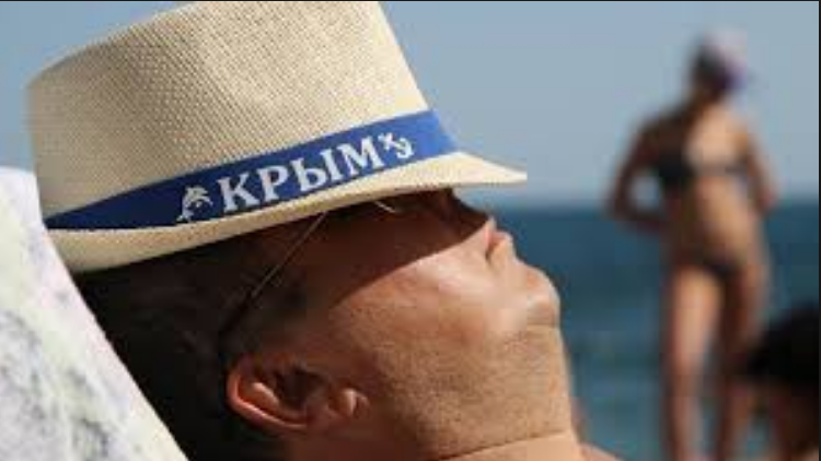 Пустые пляжи и набережные: сеть насмешил «высокий» сезон в оккупированном Крыму