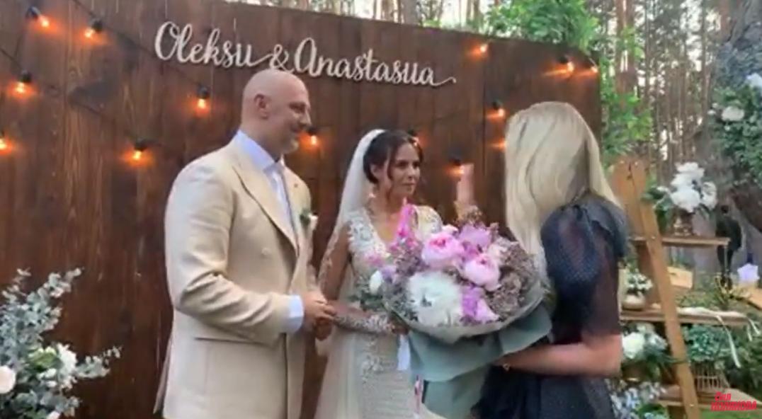 Весілля Каменських і Потапа: з'явилось відео церемонії та фото молодят біля вівтаря