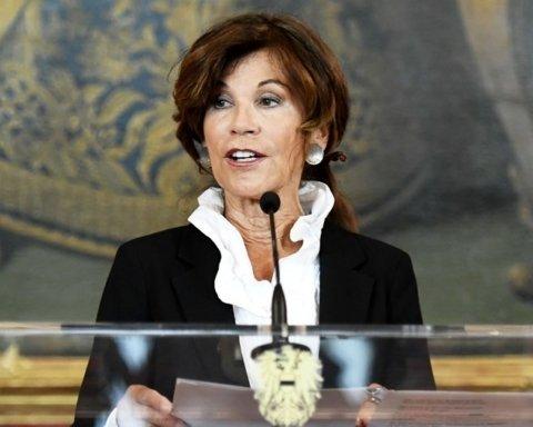 Канцлером Австрии впервые в истории стала женщина: что о ней известно