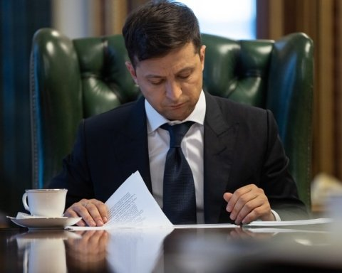 Зеленский подписал указ о роспуске Верховной Рады и назначил дату досрочных выборов