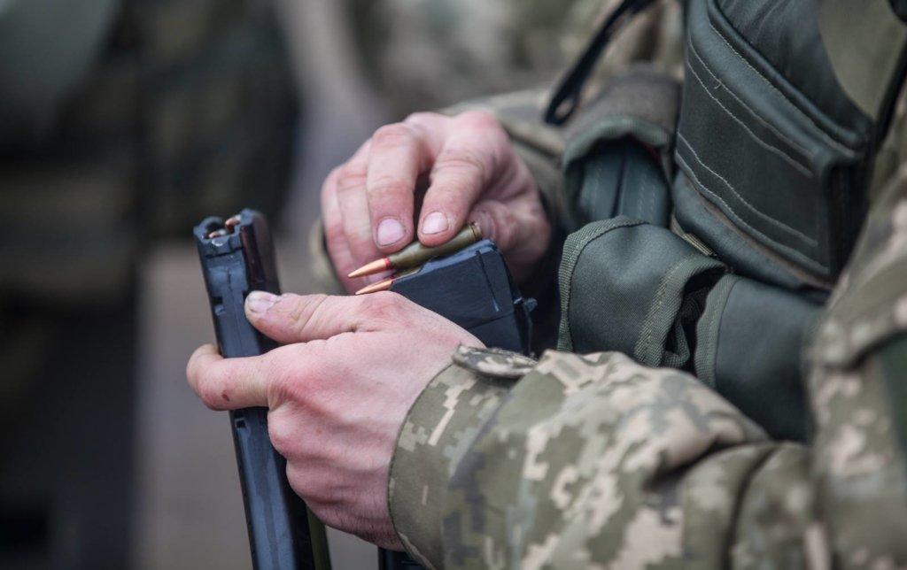 Боевики второй день обстреливают Новотошковское