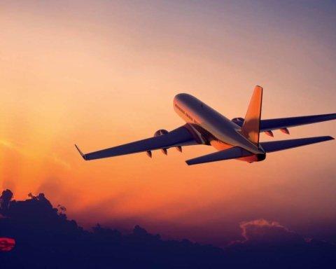 В РФ очередное ЧП с самолетом: рейс задержан по неизвестным причинам