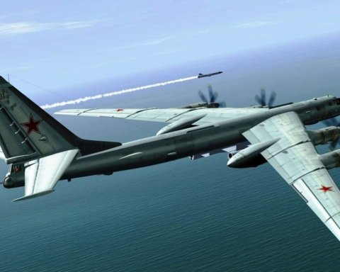 Военный самолет упал на жилой район: погибло много людей