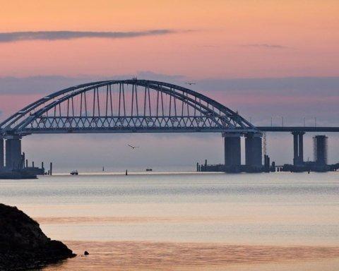 Все разъезжаются: в сети показали печальные фото путинского моста в Крым