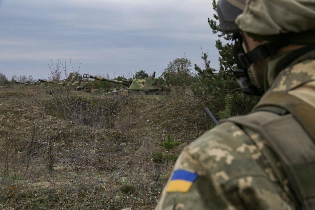 Прилетел «подарок» с неба: мощный удар по боевикам на Донбассе попал на видео