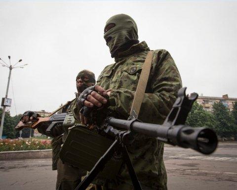 До окупованого Донецька стягують військову техніку: опубліковано фото та відео