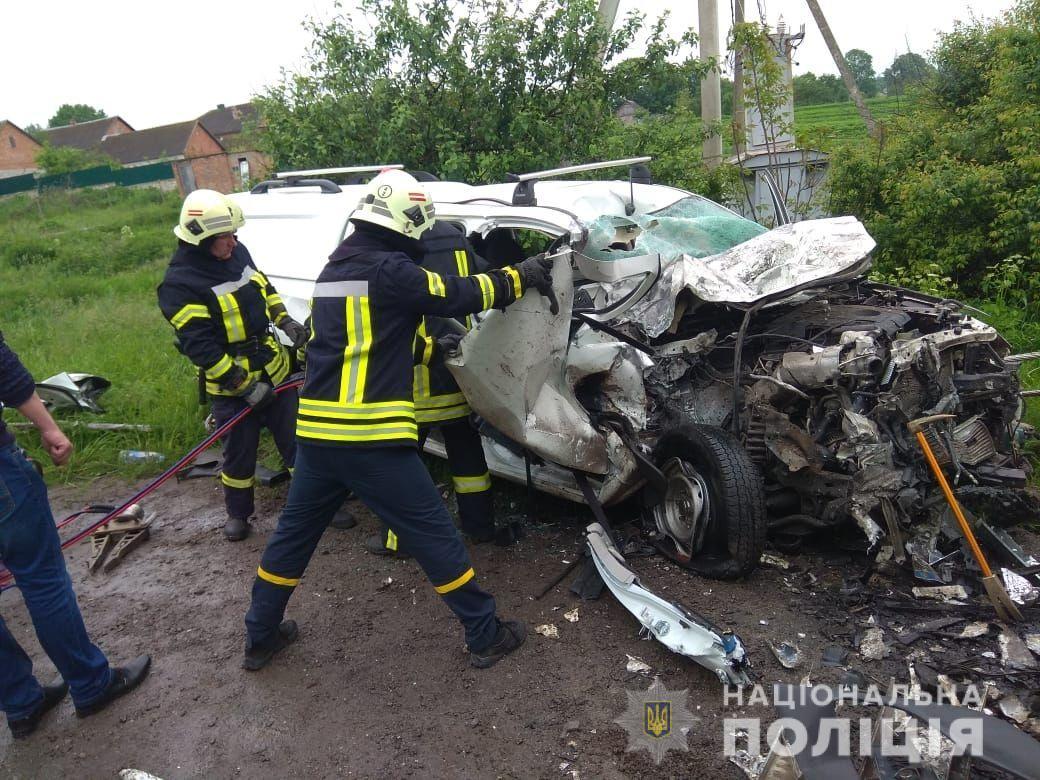 На Тернопільщині в страшній ДТП загинули троє людей: фото з місця аварії