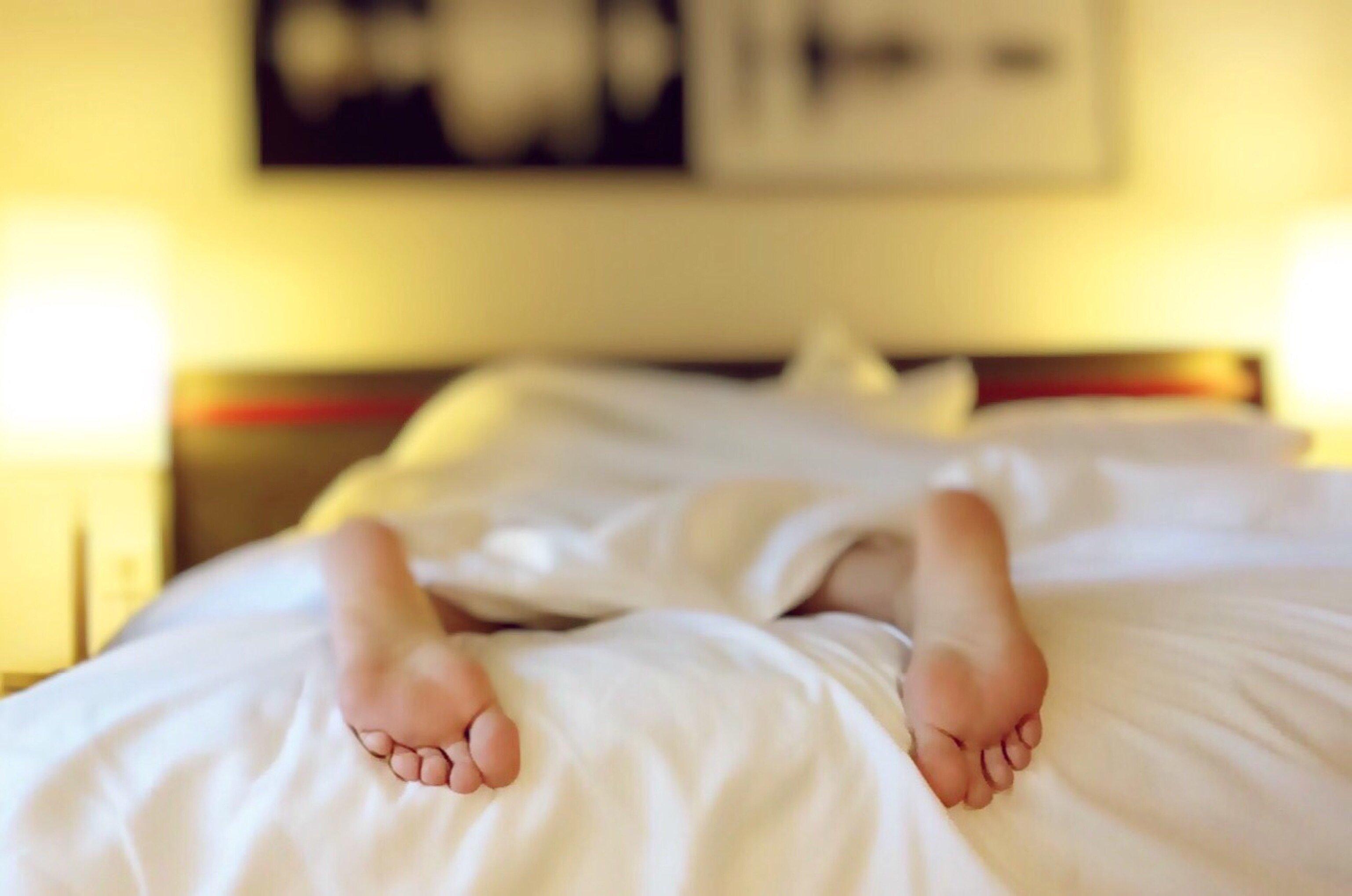 Смешные картинки лежа на кровати