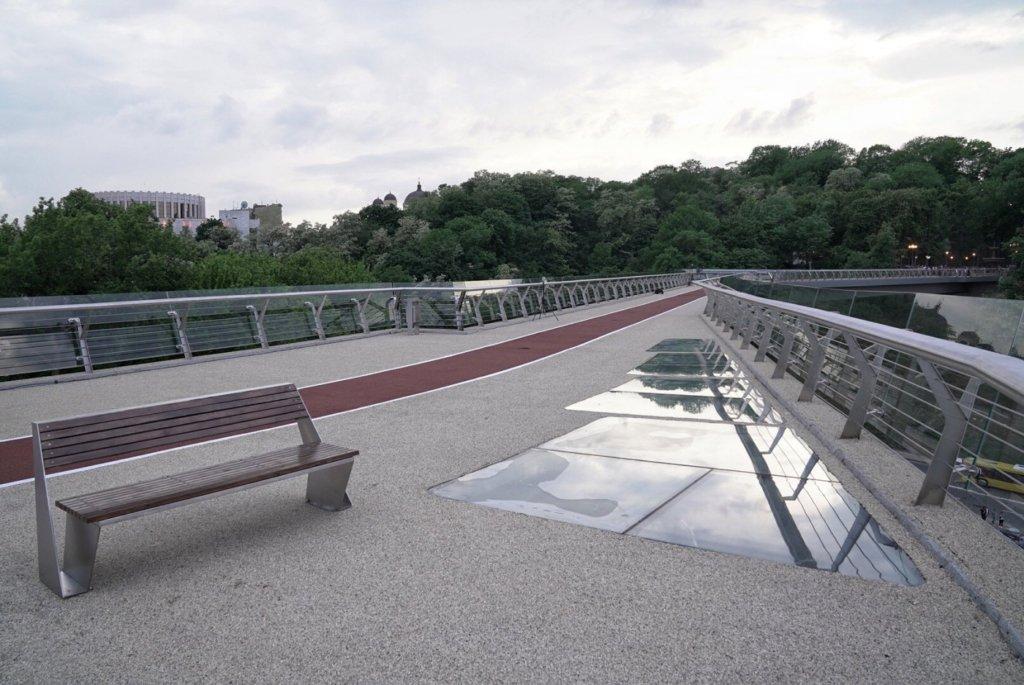 ЧП с новым пешеходным мостом в Киеве: появились важное уточнение и новое видео