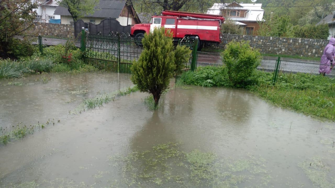 Річки виходять з берегів: з'явилися кадри наслідків негоди в Україні